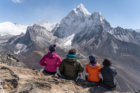 Trekker enjoy Ama Dablam mountain view from Nangkart Shank view point, Dingboche village, Nepal, Asia 版權商用圖片