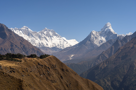 Everest, Lhotse, Ama Dablam mountain peak view in clearly day, Himalayas mountain, Nepal, Asia 版權商用圖片