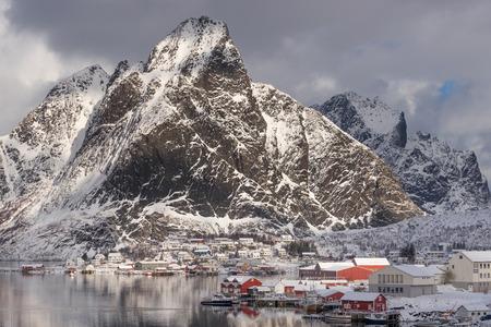 Reine village with many snow in winter season, Lofoten archipelago, Norway, Scandinavia, Europe 版權商用圖片
