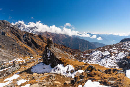 Trekking trail in Mera peak climbing route with fresh snow, Himalaya mountains range in Nepal, Asia 版權商用圖片