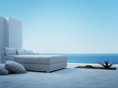 Moderne Terrasse mit wei�en Couch und Meerblickansicht