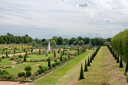 orden judicial: El Jardín Privado en Hampton Court Palace, cerca de Londres