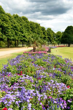 garden fountain: Great Fountain Garden at Hampton Court Palace near London, UK