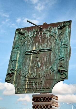 cadran solaire: Cadran historique au bord de l'eau Otrobanda � Willemstad, Cura�ao, Cara�bes