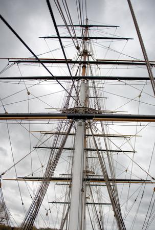 carrucole: Maritime Naval Rigging di un vecchio clipper mercante, con la longheroni, albero e pulegge