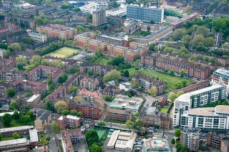 cenital: Informaci�n general elevada de la zona residencial y los espacios verdes en Londres, Inglaterra