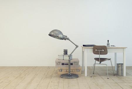 habitacion desordenada: Peque�a �rea de trabajo simple con una mesa y una silla, una l�mpara de pie y maletas de la vendimia en el piso en una habitaci�n pintada de blanco con piso de madera y copyspace en un dise�o interior moderno