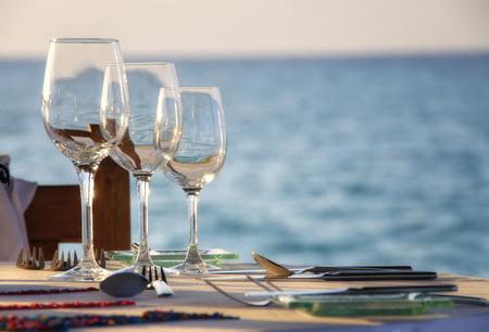 diner romantique: Fine Dining par la mer Banque d'images