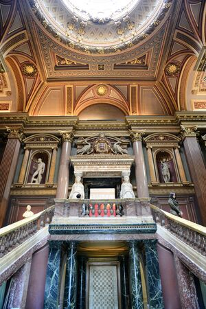 recessed: Interior staircases at the Fitzwilliam Museum for antiquities and fine art at Cambridge, Engleand with recessed historical sculptures on the wall of the landing
