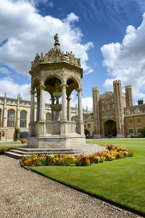 university fountain: Historical fountain in the Great Court,Trinity College, Cambridge University, Cambridge, UK with a view of the Great Gate behind