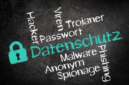 privacidad: Diseño simple para el concepto de privacidad, Destacando Textos alemanes, con otras palabras relacionadas en la pizarra Negro.