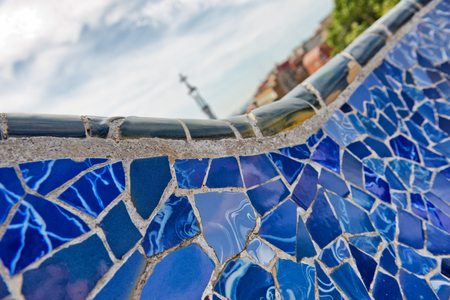 ceramika: Detail of bright blue ceramic mosaics on the curving wall on the main terrace, Parc Guell, Barcelona, Spain, designed by architect Antoni Gaudi and a Unesco world Heritage Site Publikacyjne