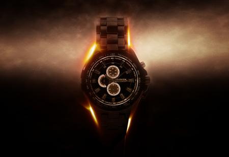 iluminado a contraluz: Luxury Design Negro Reloj Cronógrafo dramáticamente iluminado de lado sobre fondo oscuro con efecto brillante