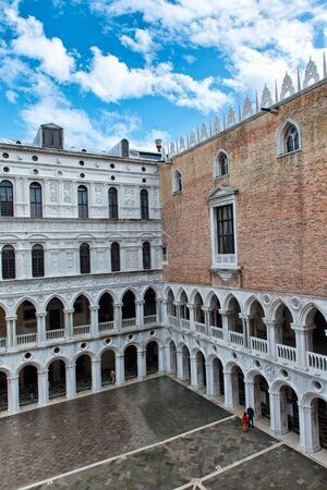 ducale: Inner courtyard of Palazzo Ducale (Doges Palace) in Venice, Italy