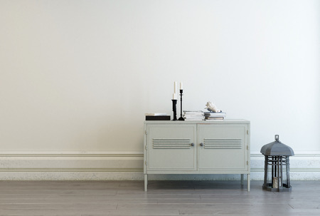 Kleine witte kast met kaarsen, boeken en vintage lantaarn tegen een witte binnenlandse muur in een huis met een kopie ruimte, 3D-rendering