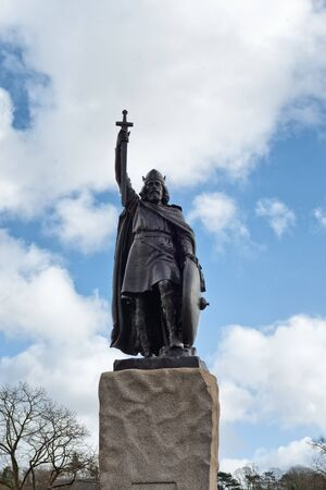 south west england: Hamo Thornycrofts statue of King Alfred the Great in Winchester.
