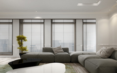 Luksusowy apartament pokój dzienny z dużym między podłogi do sufitu okna i żaluzje miękkiej szarej sofie modułowej. Zawiera dużą zieloną roślinę w doniczce. 3d rendering.