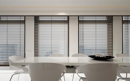 Stijlvol wit eetkamer suite in een lichte interieur met een rij van grote ramen met jaloezieën in een ruime monochromatische kamer, 3D-rendering Stockfoto