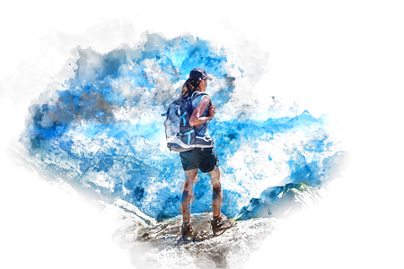 Waterverf rendering van achteraanzicht op vrouwelijke wandelaar in korte broek en hoed naar de bergen kijken Stockfoto