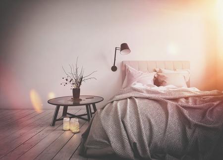 Luminoso sole riflesso caldo in una camera da letto disordinato con un letto disfatto e semplice tavolino su un pavimento di legno nudo, rendering 3d