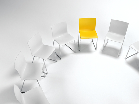 Diversiteit, leiderschap of individualiteit concept met een enkele gele stoel gerangschikt in een cirkel met witte degenen bekeken hoge hoek op wit met een kopie ruimte. 3D-rendering.