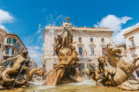 ortigia: SYRAKUSE, SICILY, ITALY - April 26, 2017: Famous Artemis (Diana) Fountain on Archimedes Square on the Ortygia isle - old town of Syracuse on Sicily island, Italy Editorial