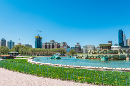 Buckingham fountain in Grant Park, Chicago, Illinois, USA, with skyline in background.