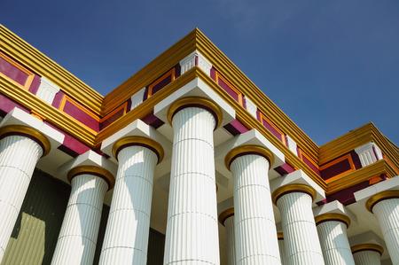 columnas romanas: Una gran cantidad de columnas romanas se utilizan para apoyar este edificio