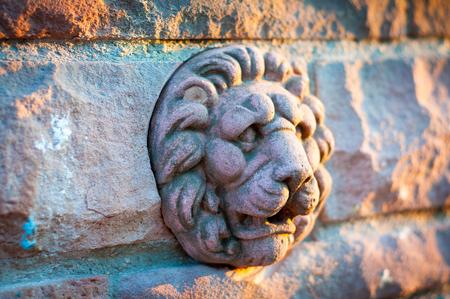 head stones: stone lion