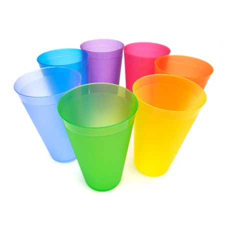 Group of bright plastic cups, rainbow colors, white background 版權商用圖片 - 8100691