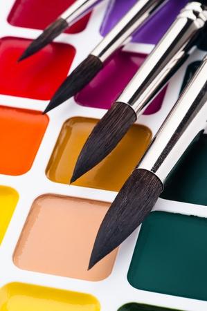 Box with watercolors and brushes, close-up shot 版權商用圖片 - 13028436