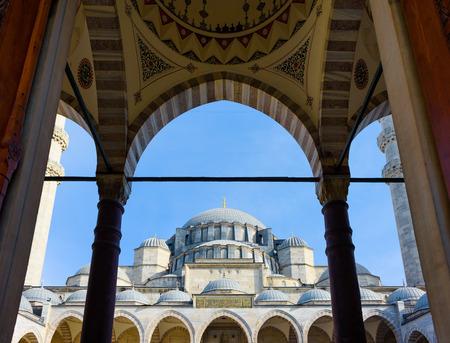 suleymaniye: Architecture: Suleymaniye Mosque, view from the gates and courtyard Stock Photo