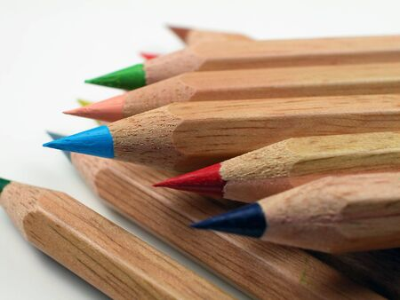 着色された鉛筆杭