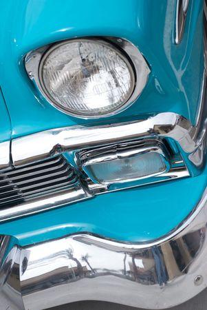 ヘッドライトとバンパーの古典的な 1956年コンバーチブル