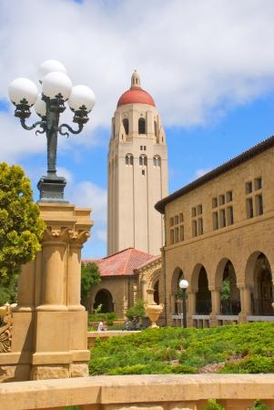 lamp post: Hoover Tower at Stanford University � affiancato dal colonnato e un lampione