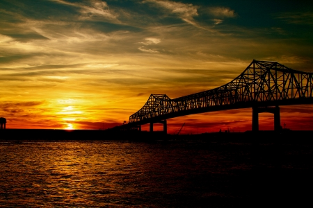 mississippi river: Mississippi Bridge at Sunset