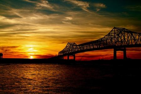 Puente de Mississippi en la puesta Foto de archivo
