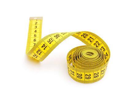 milimetr: Żółty taśmy pomiarowych samodzielnie na białym tle