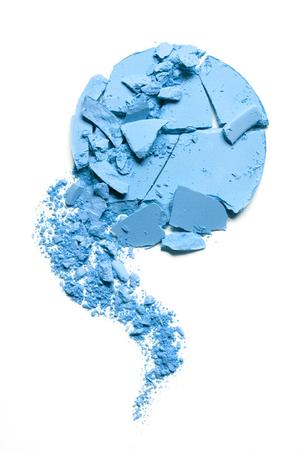 Crushed blue eyeshadow isolated on white Standard-Bild