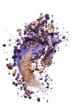 Crushed bronze and purple eyeshadow isolated on white Standard-Bild