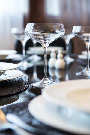 Empty glasses on the table. Table setting. Standard-Bild