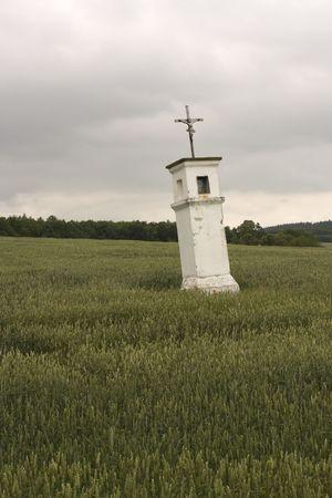 wayside: Askew wayside cross in the field Stock Photo