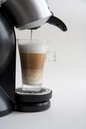 Making a latte macchiato coffe