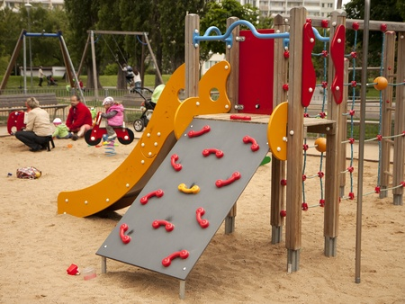 ni�os en recreo: Parque infantil - diapositiva y marco de escalada