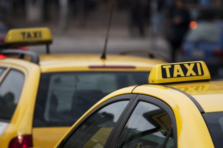 Taxi cabs in a large city Redakční