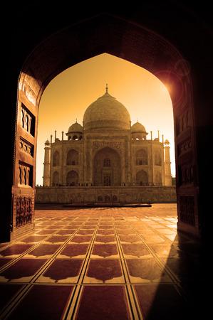 Taj Mahal in Agra, Indien Standard-Bild - 32892783
