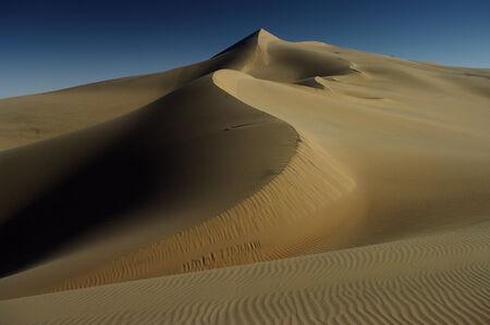 desierto del sahara: de dunas  Foto de archivo