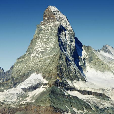 pyramid peak: mountain peak