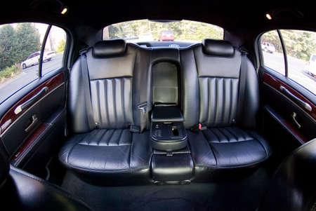 Een paar van de zetels in de achterkant van een limo Stockfoto