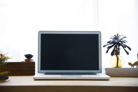 Snap photos around laptop and workspace table Standard-Bild